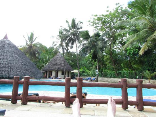 Pinewood Beach Resort & Spa: The Pool