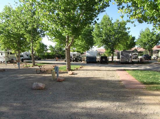 Spanish Trail RV Park: Standard sites in the middle