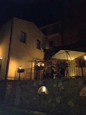 Il Convento: Mio marito beve il limoncello con Giuliano, il proprietario!