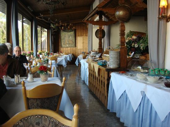 Reikartz Hotel Vier Jahreszeiten Berchtesgaden: Huge continental breakfast