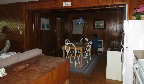 Sand Dollar Motel: dining