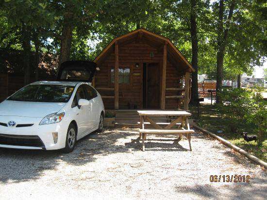 Branson KOA: exterior of cabin