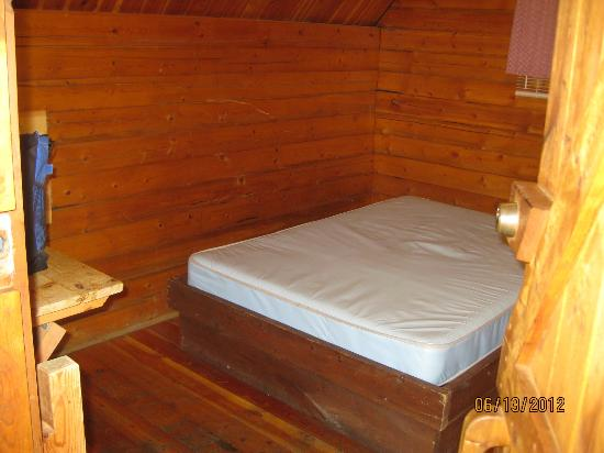 Branson KOA: bed in cabin (remember to bring linens and blankets)
