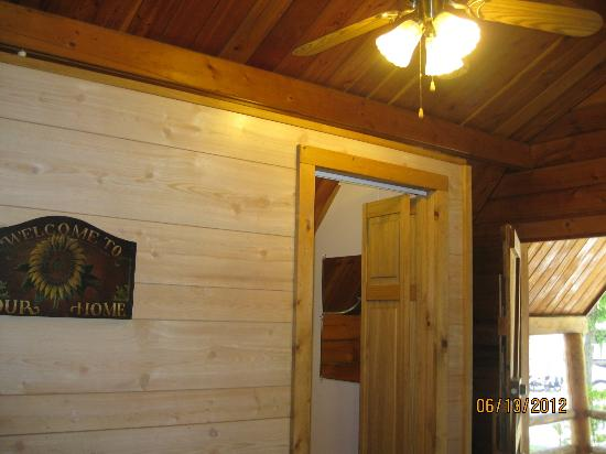 Branson KOA & Convention Center: the cabin has electricity, air conditioning, and a ceiling fan