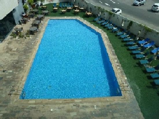 โรงแรมอาราเบียนปาร์ค: Blick aus dem 2. Stock auf den Pool