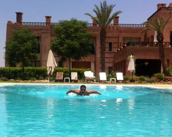Kasbah Agounsane : baignade dans cette belle piscine