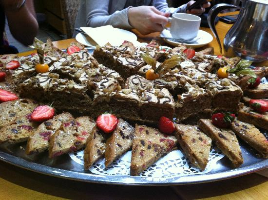 The Speech House Hotel: Platter of coffee and walnut cake and fruit cake