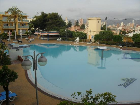 Terralta Apartamentos Turisticos : Pool view from our balcony early morning
