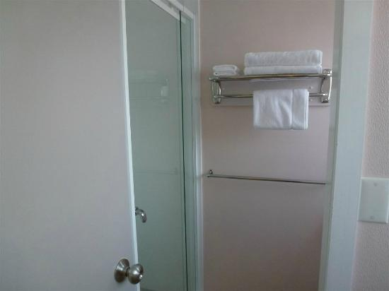 Settlers Motel: Baño