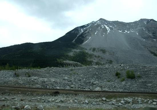 Frank Slide Interpretive Centre: The mountain with rubble at its base