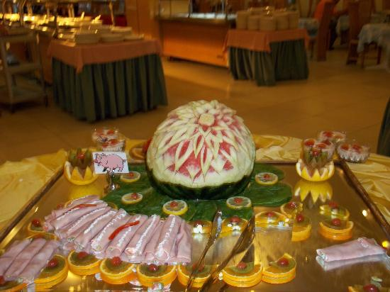 Dessole Lippia Golf Resort: very artistic food display