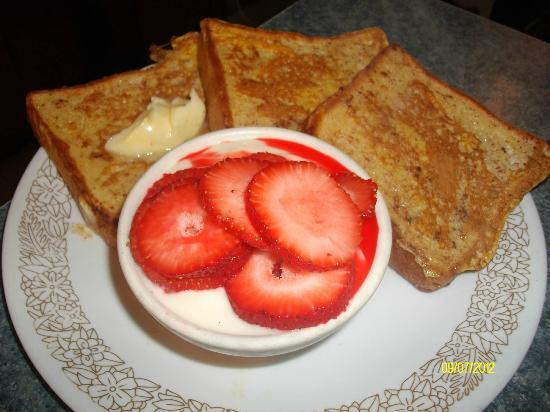 DJ's Rustic Restaurant : Vanilla and Cinnamon French Toast