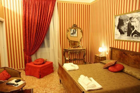 Le Sorelle Lumiere: Room 'Federico Fellini'