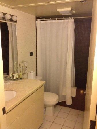 Aston at the Executive Centre Hotel: bathroom