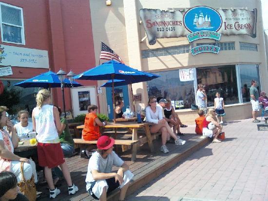 The Cove Deli & Pizza: Summer at the Cove