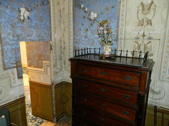 Casa Raffaele Conforti: camera e ingresso bagno