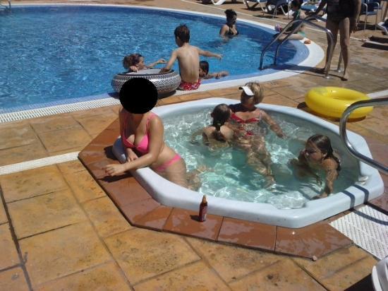 uno de los jacuzzis exteriores Picture of Hotel Bon Repos Calella