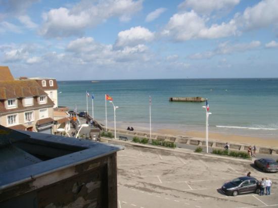Hotel de Normandie: Vue de la chambre, sur le côté gauche