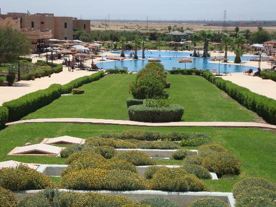 Marrakech Ryads Parc & Spa by Blue Sea: parc avec piscine
