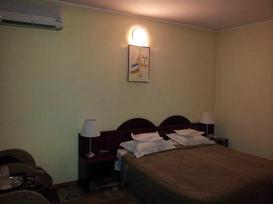 Hotel Cara : Main bedroom