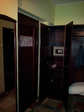 Hotel Cara : Third floor room entrance hallway