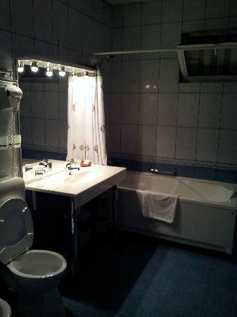 Hotel Cara : Bathroom