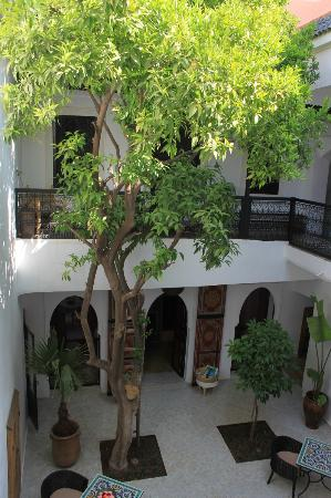 Riad Lhena: Courtyard