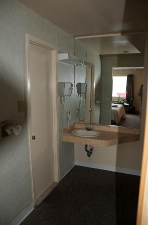The Freeport Inn and Marina: Old style bath