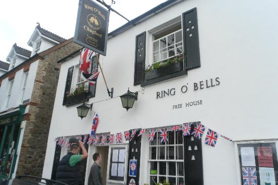 Ring O'Bells: The outside of the pub