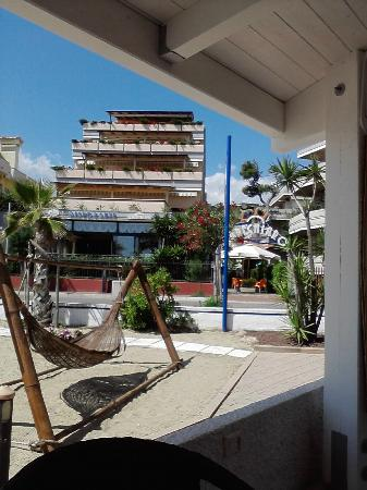 Residence Marechiaro: vista del residence dalla spiaggia