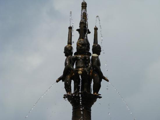 Logis Le Relais de Fusies : fontaine lacaune les bains les piseurs