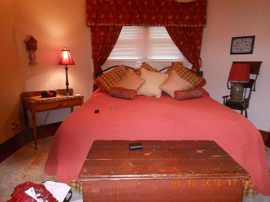 J. Palen House Bed & Breakfast: comfortable bed