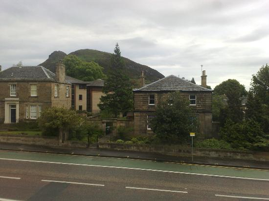 Clan Walker Guest House: View of Arthur´s Seat