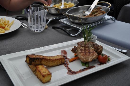 Cote de veau sauce aux bolets frites de polenta photo - Restaurant le jardin du lavoir aux herbiers ...