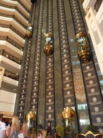 Delphin Palace Hotel: The lifts in the lobby