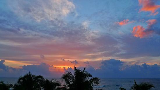 Hotel Cabanas Tulum: Sunrise from our room