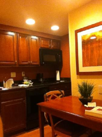 Homewood Suites Madison West: Kitchen