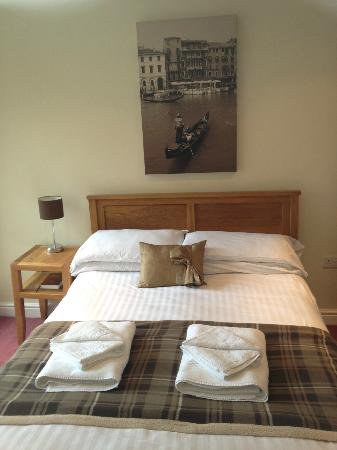 Tewitfield Marina: Bed 2 ground floor