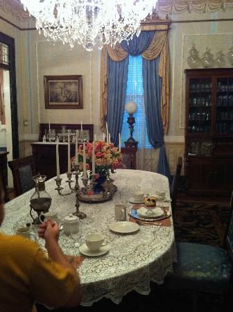 Antebellum Guest House : Regal dining