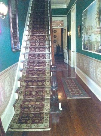 Antebellum Guest House: Entryway