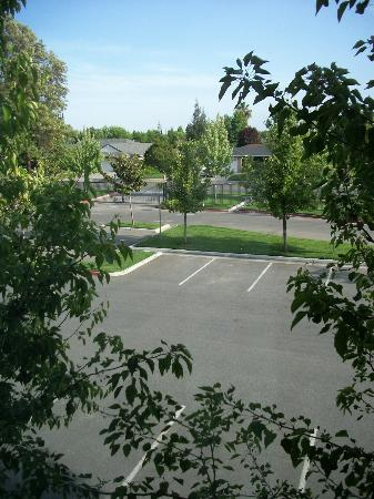 Homewood Suites by Hilton Fresno: View from the room, quite and sunny
