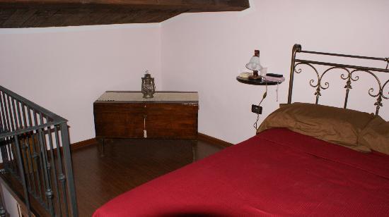 B&B Alarcon: camera da letto