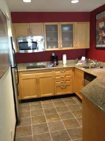 Residence Inn Pleasant Hill Concord: Good size kitchen