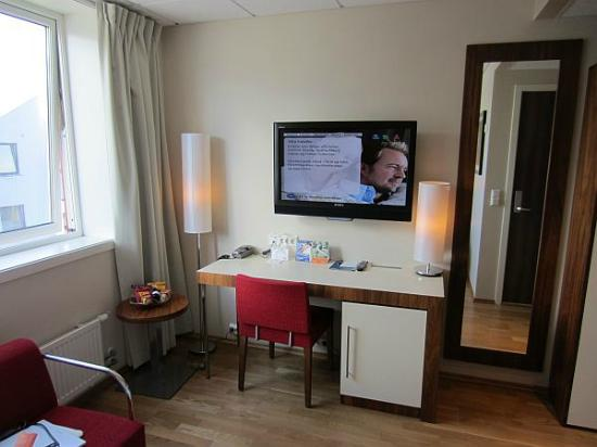 Quality Hotel Grand Kristiansund: Big screen TV with desk
