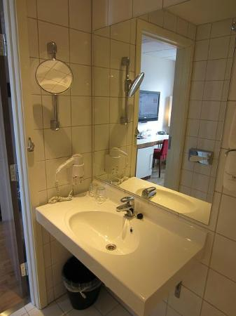 Quality Hotel Grand Kristiansund: Bathroom