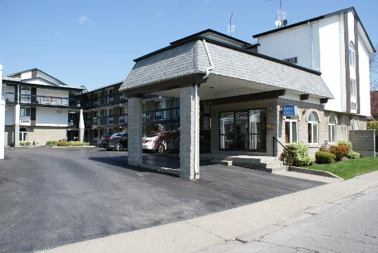 Chalet Inn & Suites Near the Falls: main office