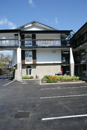 Chalet Inn & Suites Near the Falls: rooms