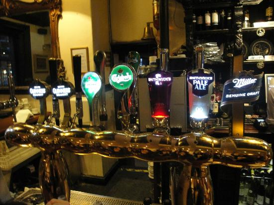 Dublin Literary Pub Crawl: Bar taps at The Stand