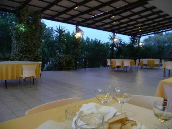 Terra Mare Hotel: Veranda