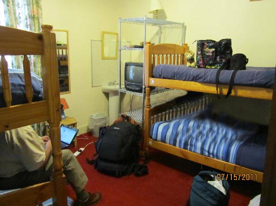 Argyle Backpackers: Our 4-bed room